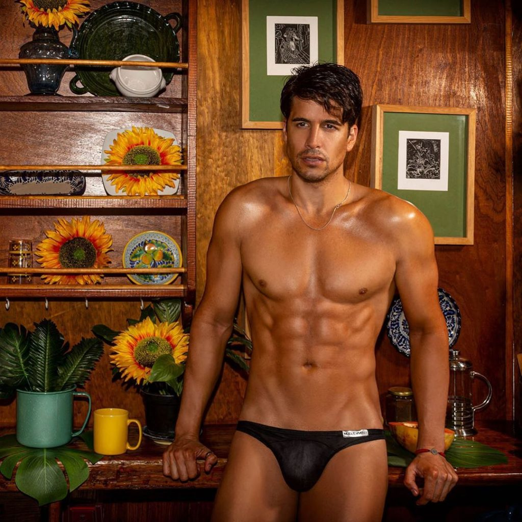 Model in Modus vivendi underwear