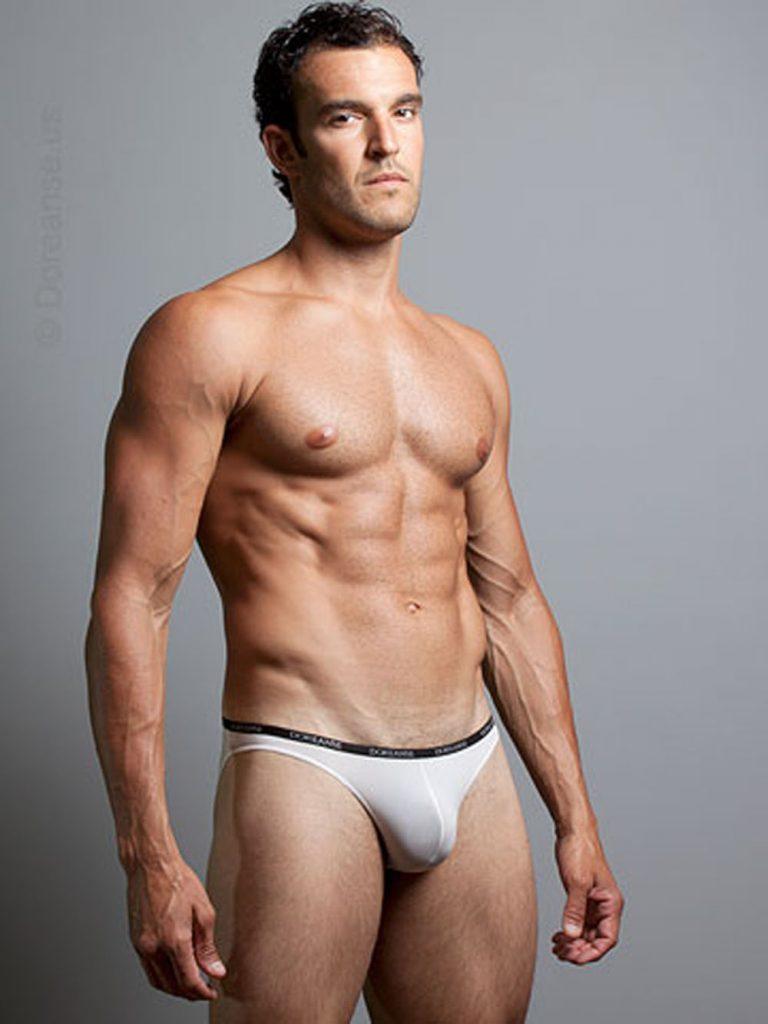 Model in Doreanse underwear
